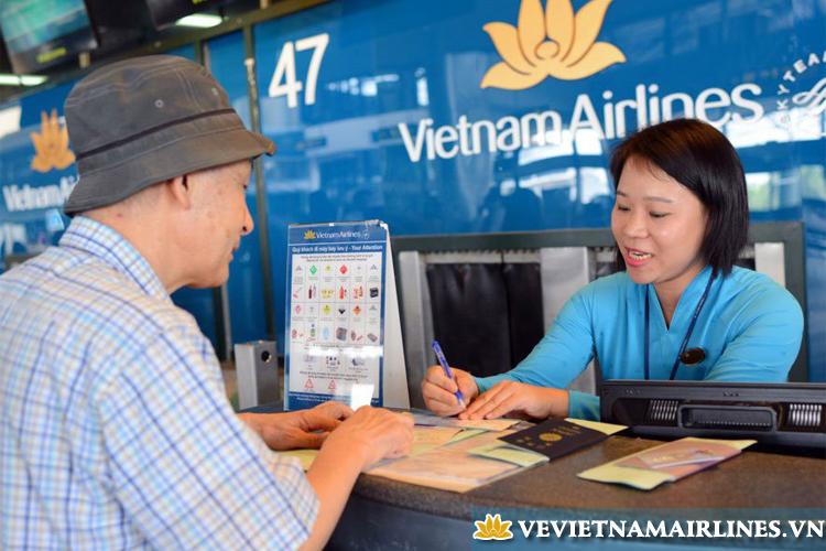 lam thu tuc vietnam airlines tet
