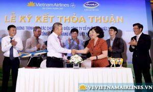 vinamilk ky ket hop tac cung vietnam airlines